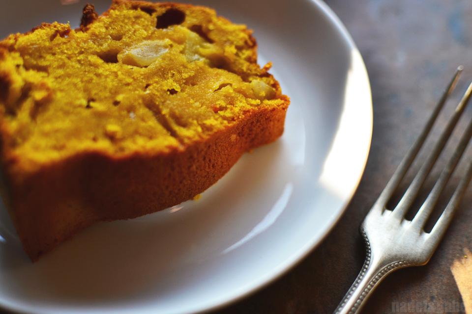 Baked cosiness – Spicy pumpkin bundt cake with apples | nadel&gabel