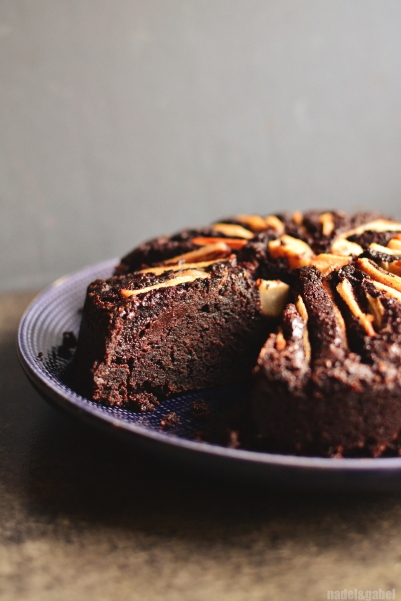 What can be wrong with it? - Spicy chocolate cake with pear