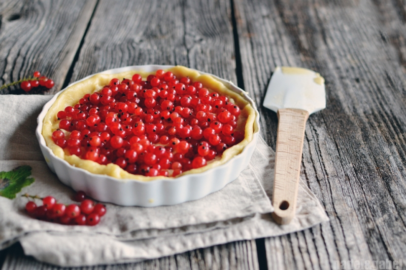 The loved ones – Red Currant Mazarin Tart | nadel&gabel